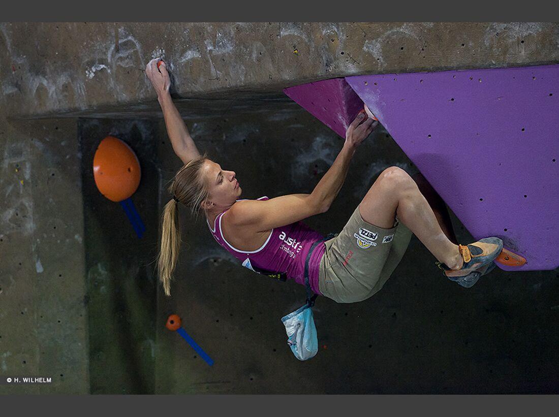 KL-Boulder-Weltcup-Toronto-2014-Katharina-Saurwein-14328025265_7ffe102bb9_b (jpg)