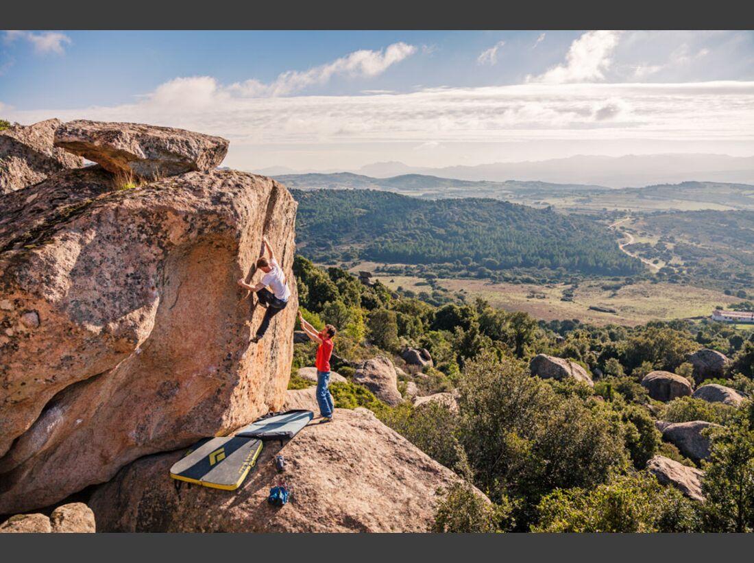 KL-La-Sportiva-Bouldern-Sardinien-Nalle-Klaus-Dell-Orto-Hukkataival3 (jpg)