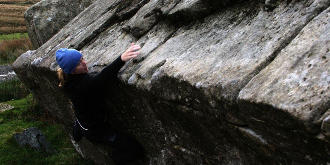RachaelHinchcliffe_RACBouldersbetweenPass+Ogw_KL-Wales (jpg)