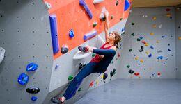 kl-beweglichkeit-bouldern-klettern-19-02-12-Lulu-Roccadion176-aufmacher-n (jpg)