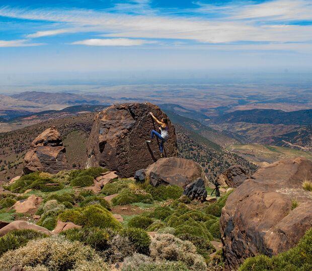 kl-bouldern-marokko-oukaimeden-catia-jesus-on-the-rocks-6a-plato (jpg)