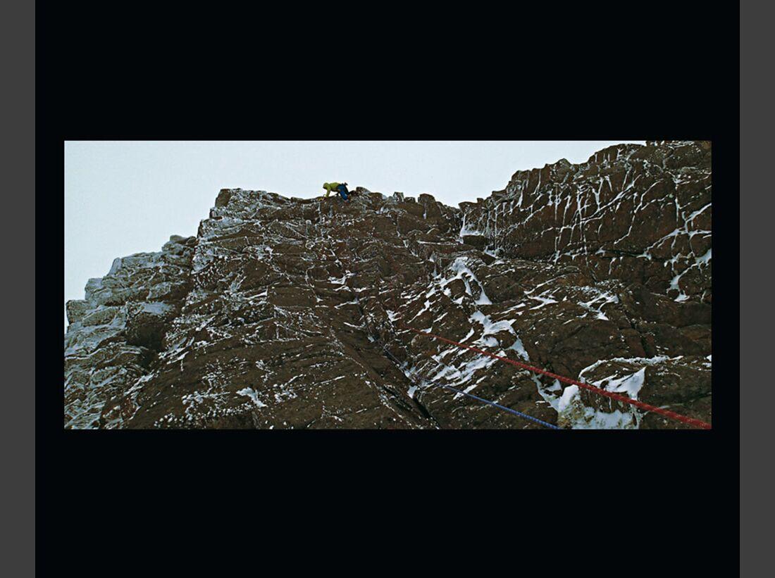 kl-dav-jahrbuch-berg-16-greg-boswell-banana-wall-cairngorms-schottland-c-sakano (jpg)