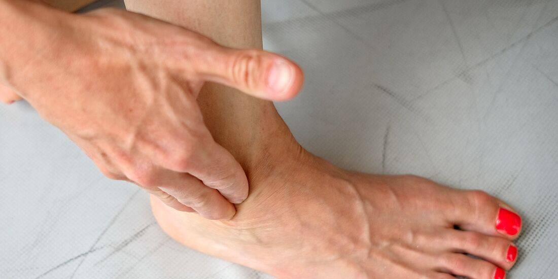 kl-klettern-fussgymnastik-uebungen040-bearb-aussenband-massage (jpg)